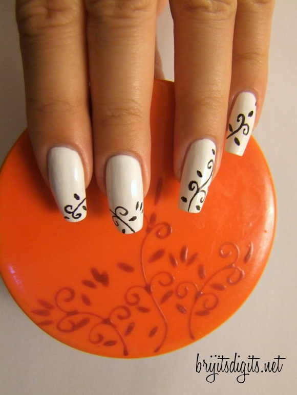 31DC2013 - Black and White Nails-001