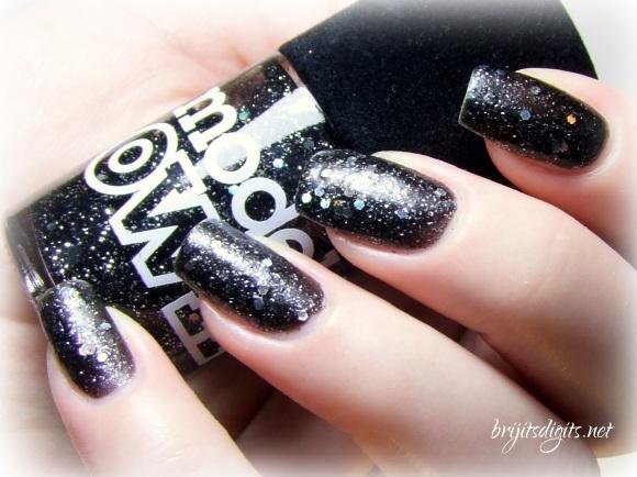 Models Own Velvet Goth Obsidian-001