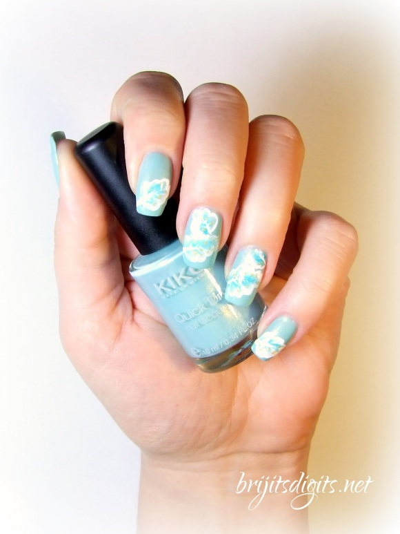 One Stroke Feathers Nail Art